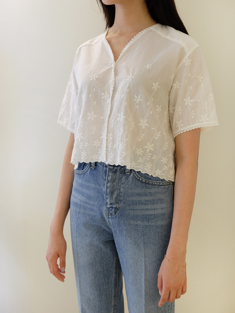 EYELET BLOUSE (2COLOR)